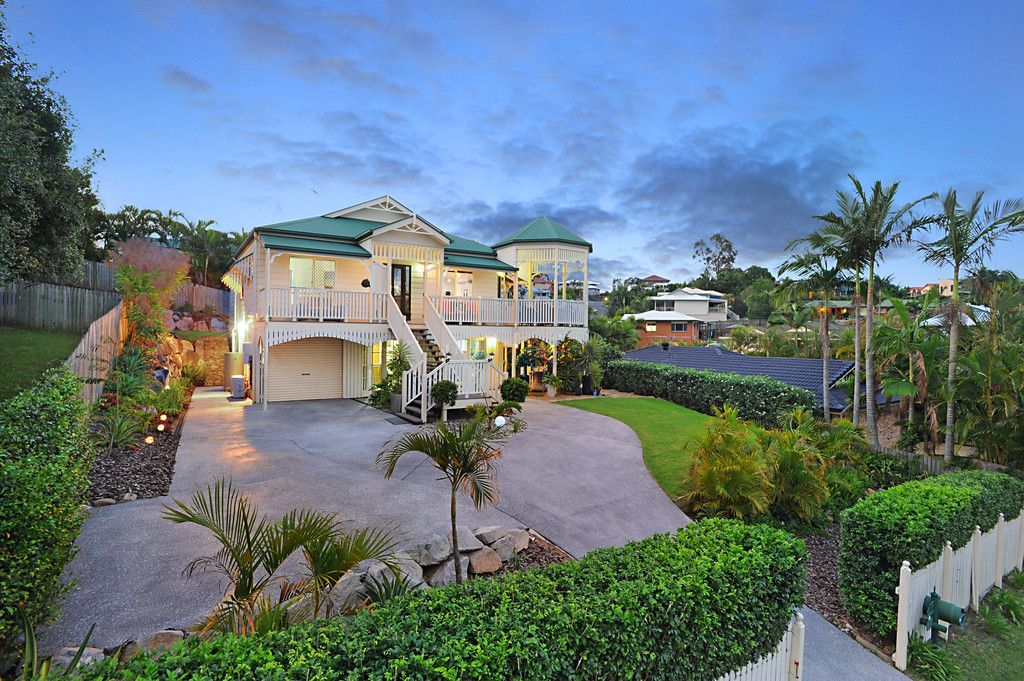 GRAND RENOVATED QUEENSLANDER WITH DUAL LIVING!
