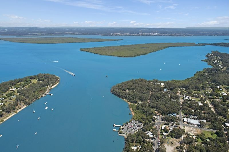 Huge Waterfront Block in Macleay Island – Endless Possibilities!