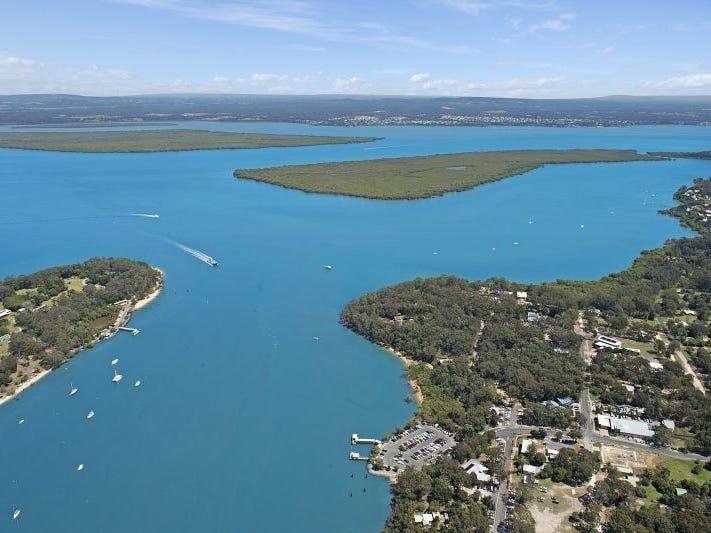 Huge Waterfront Block in Macleay Island – Endless Possibilities!