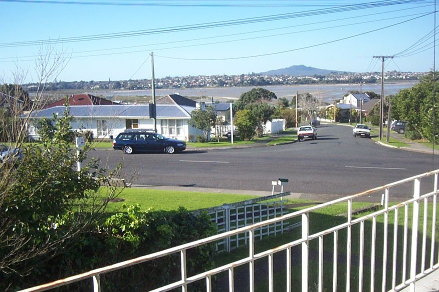 Two bedroom unit with sea views NO LETTING FEE