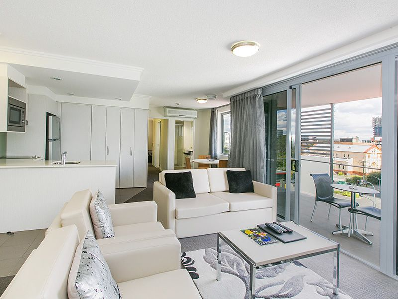 Inner City Bachelor Pad – Fully Furnished!