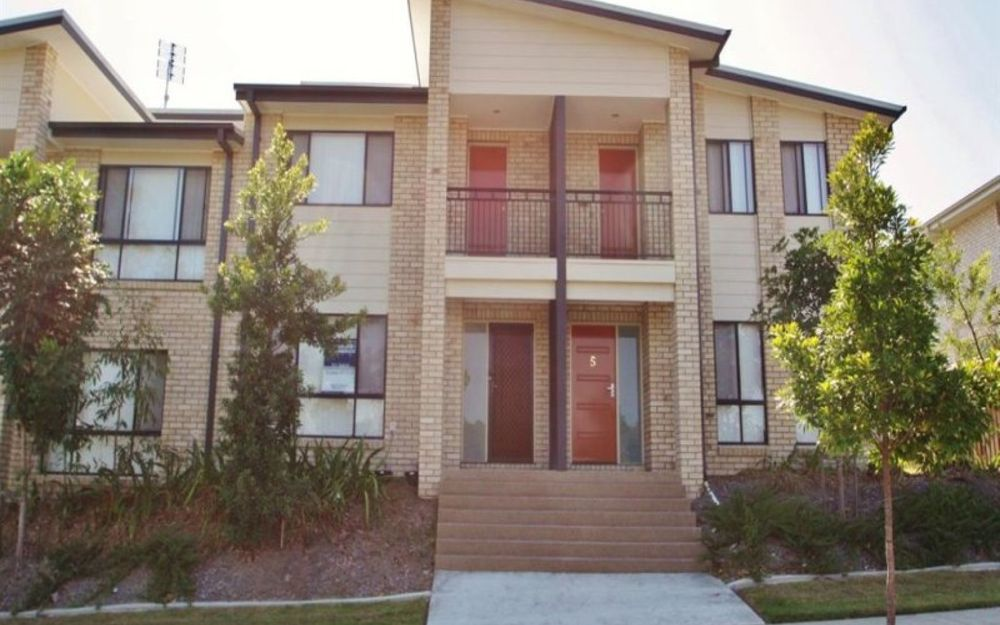 Stunning Air Conditioned Townhome – Neat as a Pin!