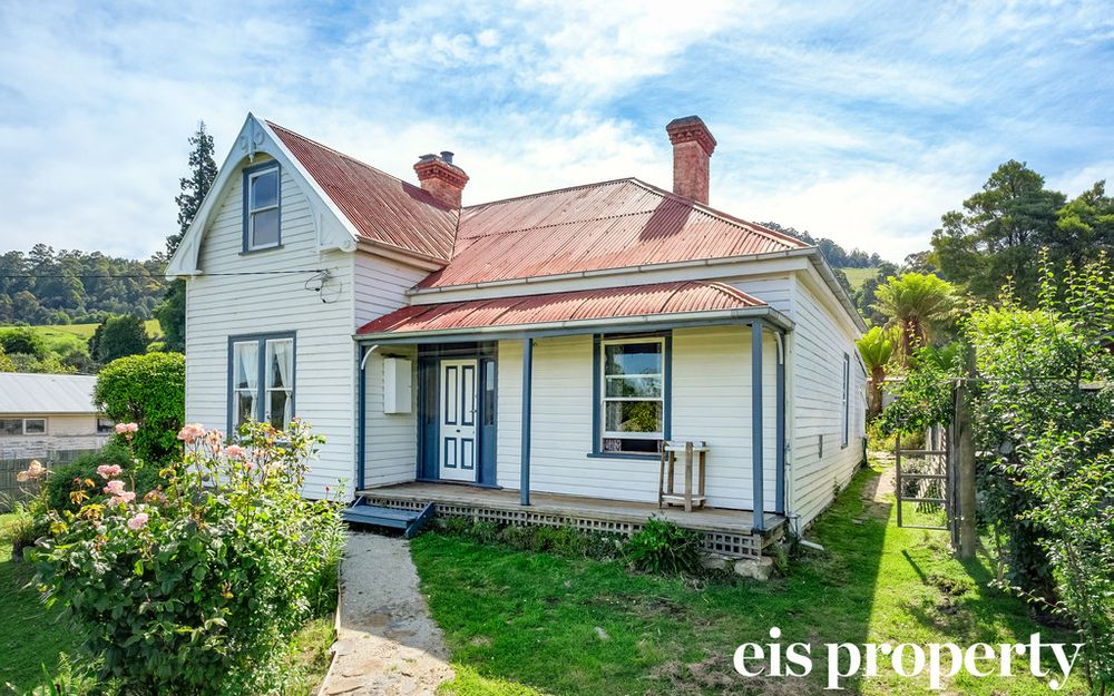 Victorian Charm & Desirable Location