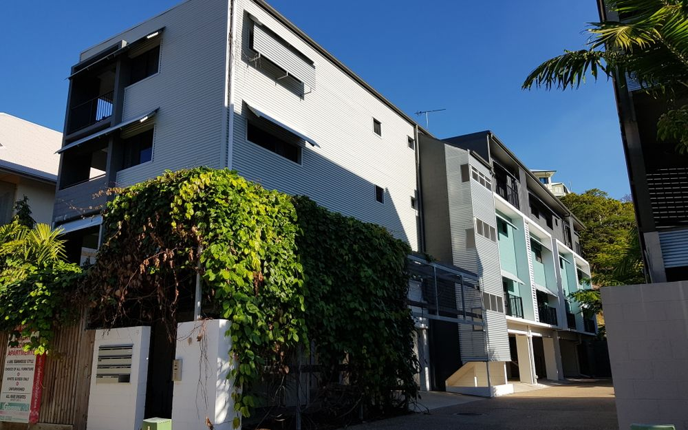 FULLY FURNISHED & UNFURNISHED- CLOSE TO STRAND!
