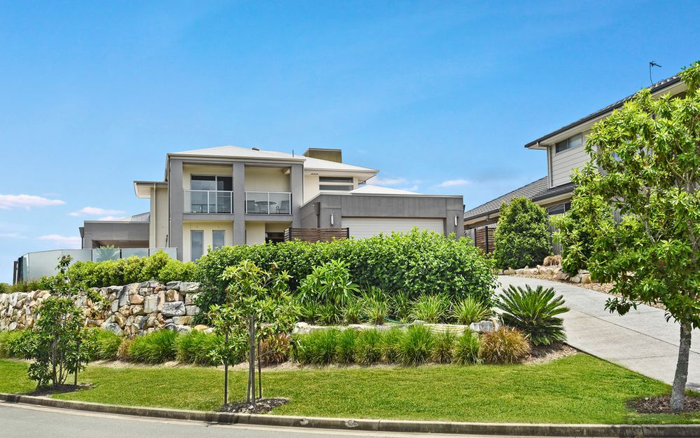 OUTSTANDING ENTERTAINER WITH SKYLINE VIEWS