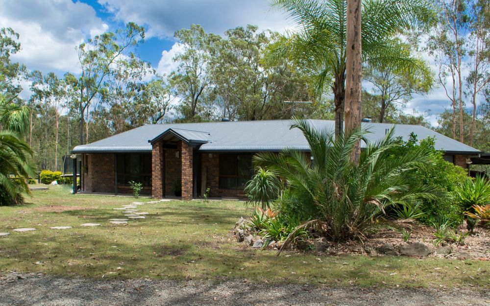 Acreage Living – Suitable for Horses