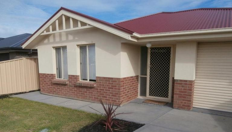 MODERN 3 BEDROOM FAMILY HOME IN CONVENIENT LOCATION !