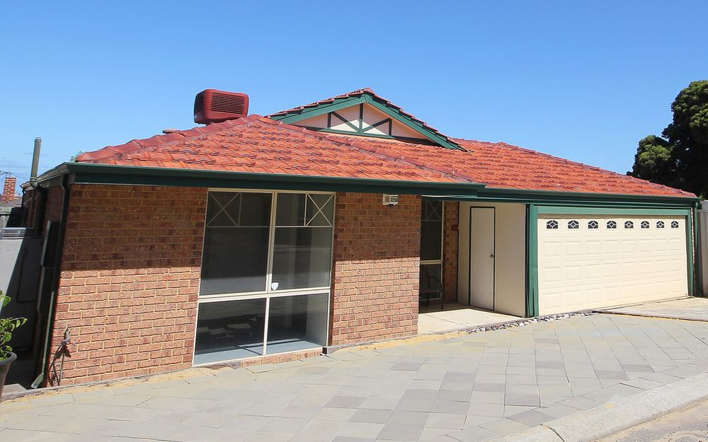 FAMILY HOME IN POPULAR BEACH-SIDE SUBURB