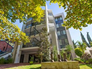 13384Multi Level Contemporary Residence!!