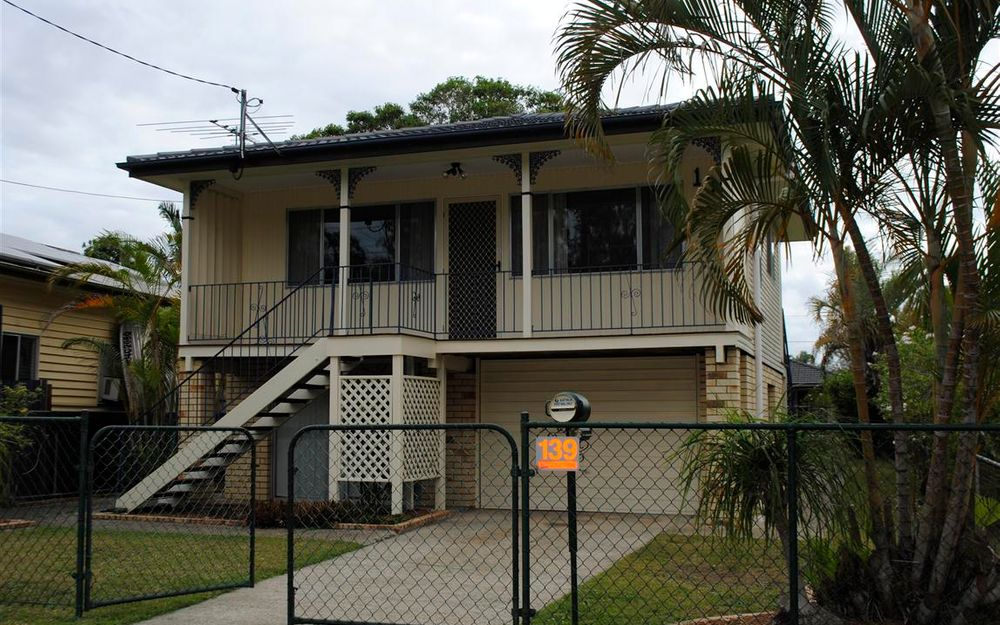 NEAT & TIDY BOONDALL 3BED HIGHSET WITH A/C