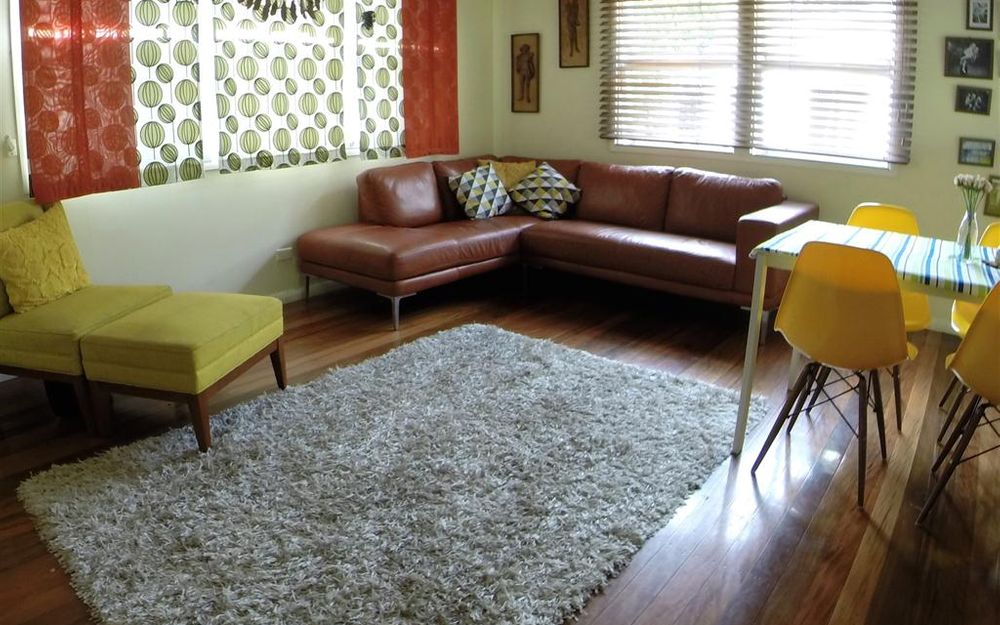 3BED WITH 3 A/C PLUS DUAL LIVING CLOSE TO GEEBUNG SCHOOLS