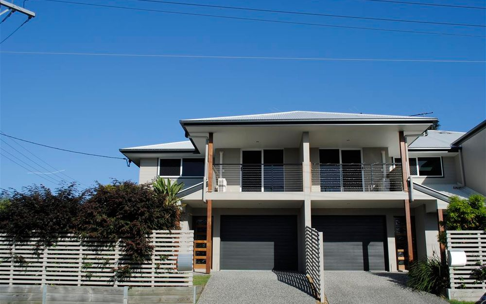 MODERN 3BED PLUS STUDY LAWN CARE INCLUDED