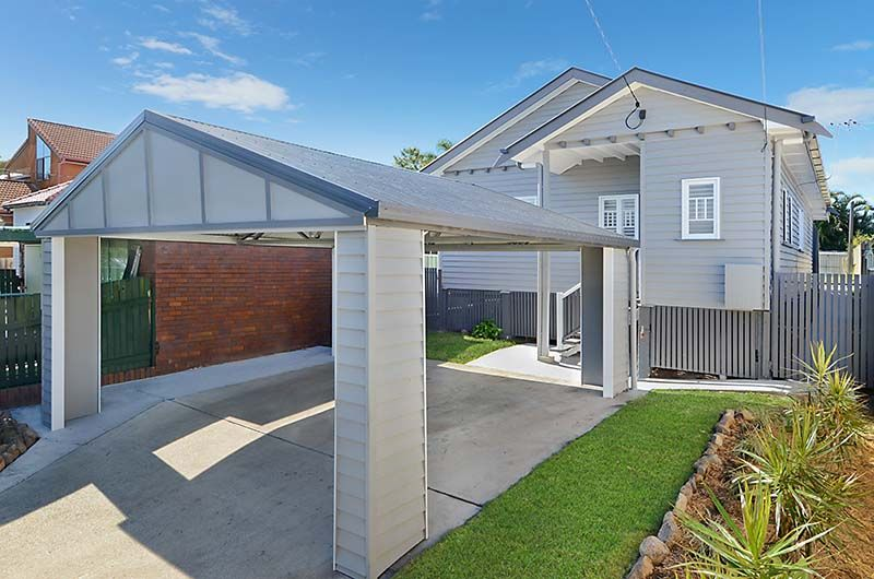 Beautifully Renovated Home Close to Water