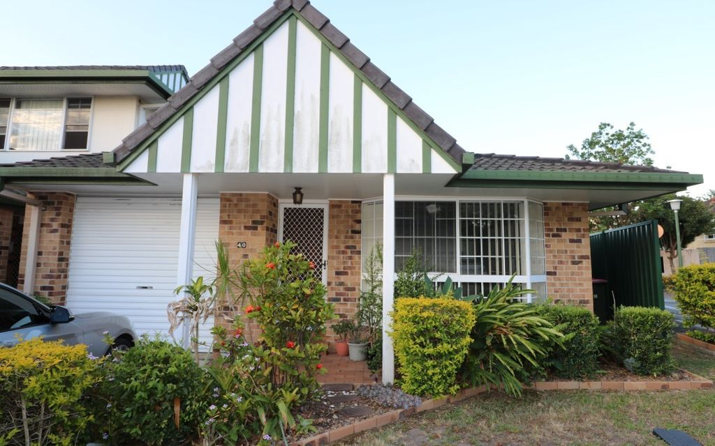 Updated 2 Bed Unit with AC & Courtyard