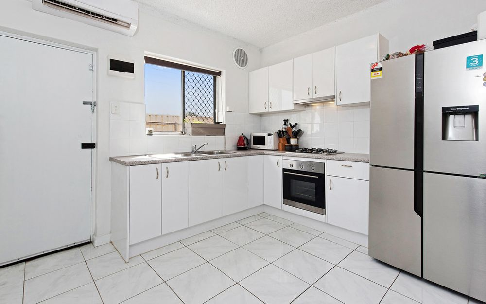 Renovated Ground Level Unit In Perfect Location