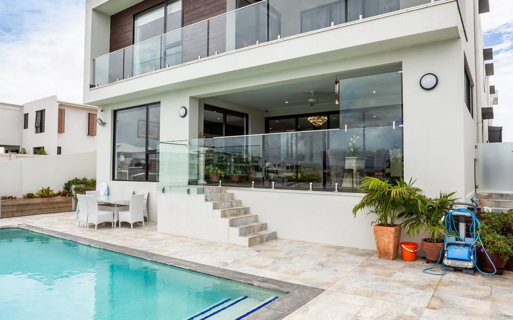 CONTEMPORARY PALATIAL 634sqm HOME OVERLOOKING THE WIDE WATERFRONT VIEW