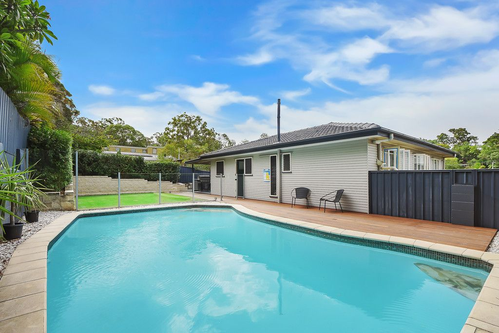 Spacious Family Entertainer with a Stunning Swimming Pool