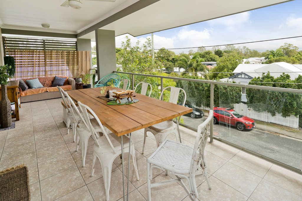 Be Quick – Top Level, Very Private and 2 Carparks!