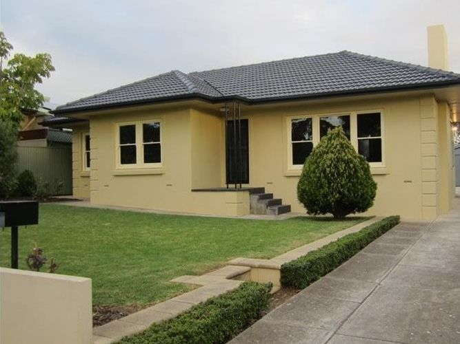 Beautifully Presented 3 Bedroom Family Home Home Undercover Outdoor Deck. Lawn Maintenance Included