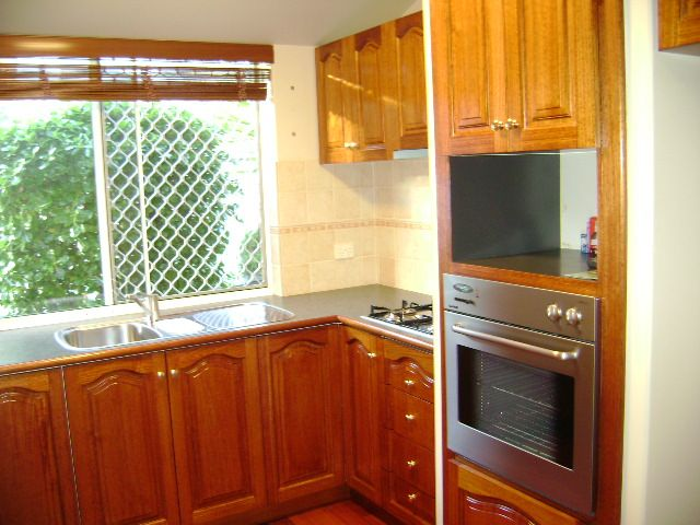 *ACCEPTED APPLICATION* 3 x 2  BEAUTIFULLY PRESENTED UNFURNISHED VILLA IN SMALL COMPLEX OF 4
