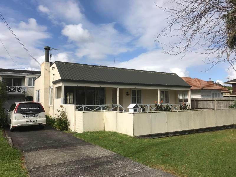 Three bedroom house central Takapuna location