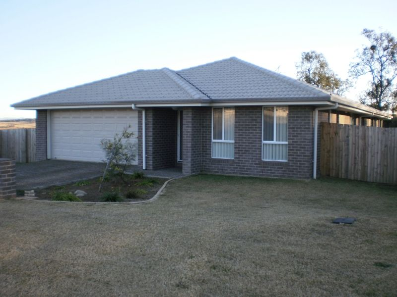 4 BEDROOM HOME CLOSE TO TOWN