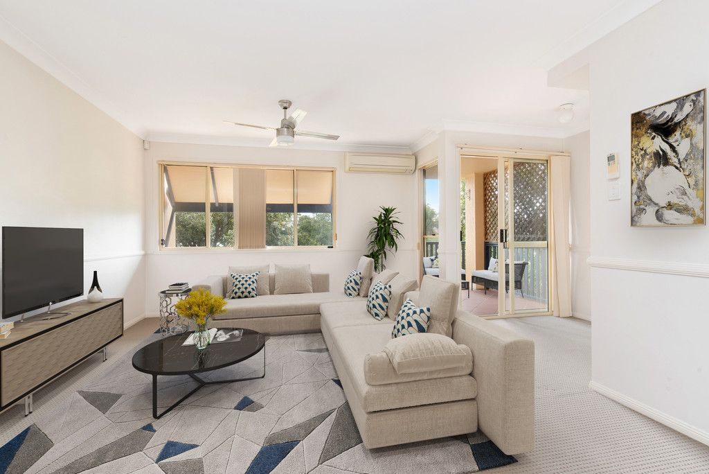 Light & Bright Townhouse in Ashgrove