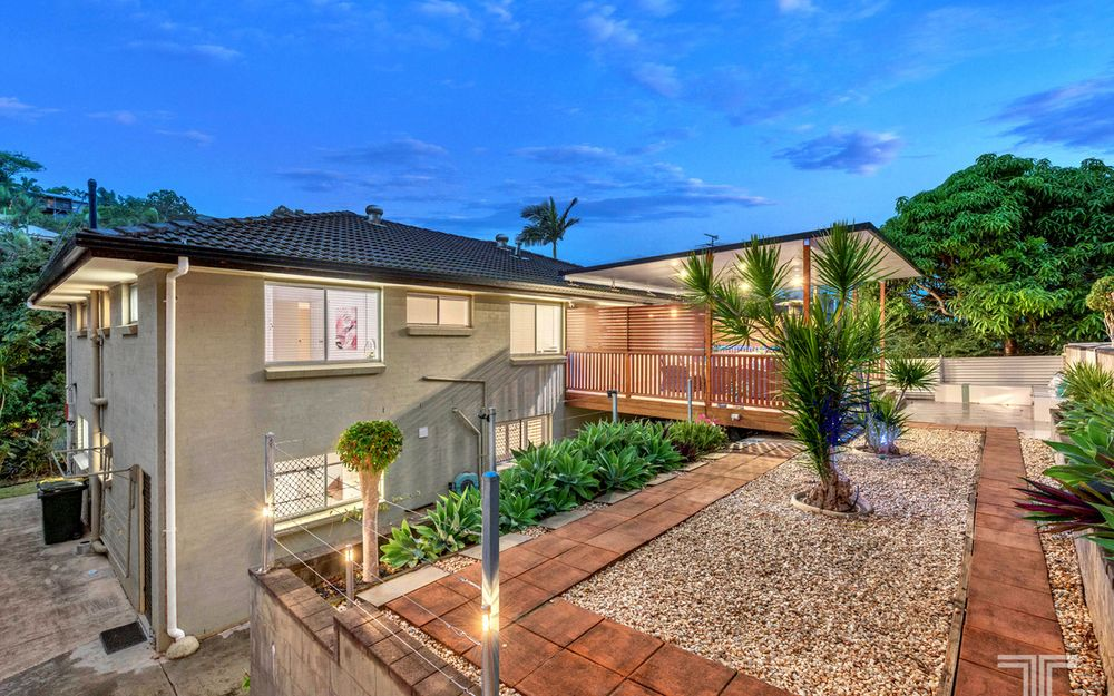 Dual Family Living on 743sqm in Perfect Position