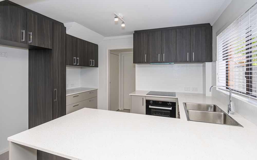 FULLY RENOVATED 3 X 2 TOWNHOUSE CLOSE TO PRESTON STREET SHOPPING/CAFE PRECINCT!
