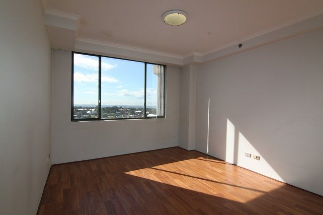 Modern 2 bedroom apartment with sunny northerly aspect and uninterrupted city views