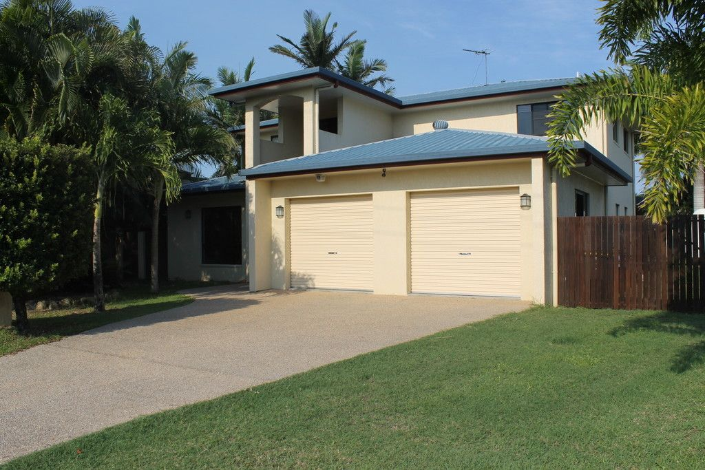 Extra Large Home in the Heart of Glenella inc Inground Pool