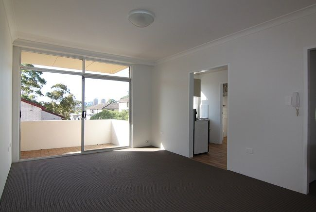 Spacious North Facing One Bedroom Apartment with Lock Up Garage