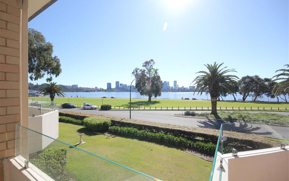 FULLY FURNISHED & EQUIPPED 2×1 APARTMENT FRONT LINE OVERLOOKING THE SWAN!