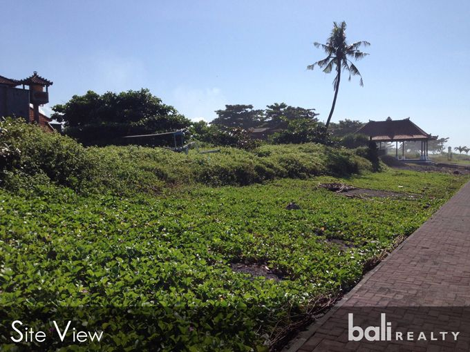 UNBEATABLE DEAL ON A GORGEOUS BEACHFRONT PLOT