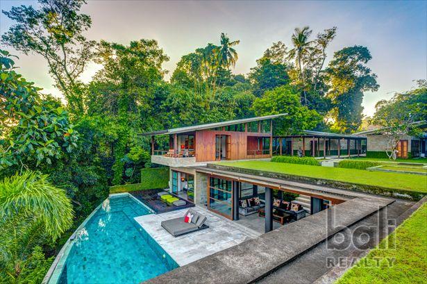 Stunning Freehold Modern Designer Villa – A true gem!