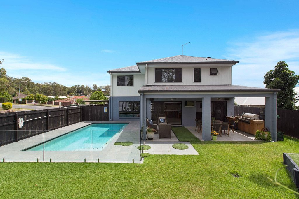 Stunning Contemporary Entertainer with The Perfect Backyard For Your Family