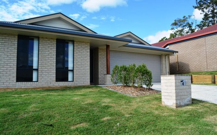 SPACIOUS FAMILY HOME WITH OPEN KITCHEN LIVING DINING THAT OPENS OUT ONTO ALFRESCO AREA. SEPARATE CARPETED FAMILY ROOM.