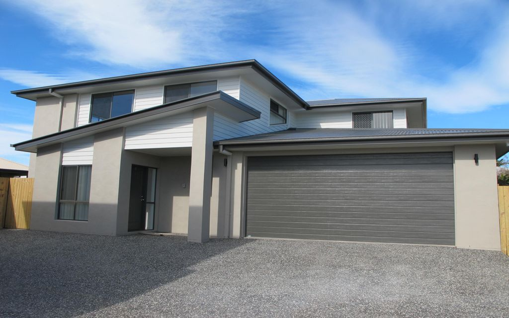 LARGE MODERN FAMILY HOME – THORNLANDS