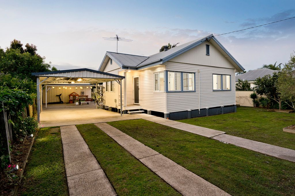 Immaculate, Renovated, Shed & Parking Galore