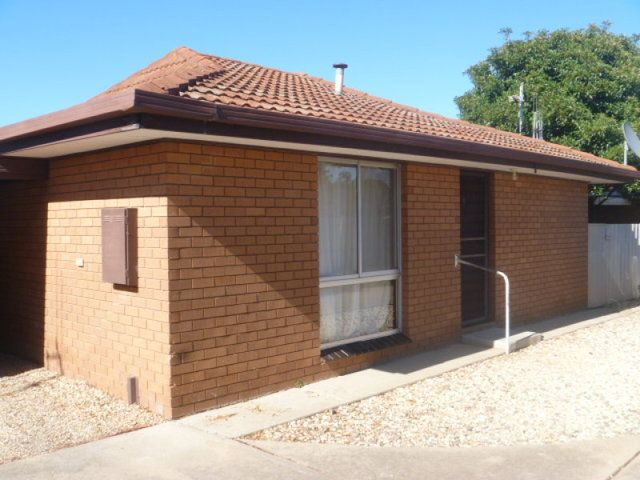 Neat 2 Bedroom Unit, South Shepparton