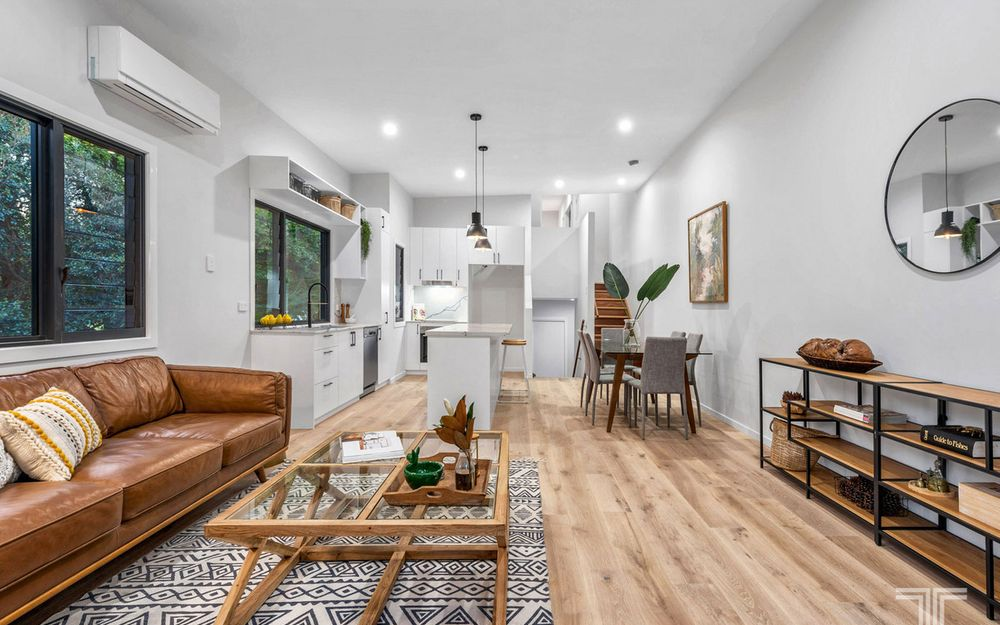 Three Modern, Stylish Townhouses in Quiet, Leafy Location