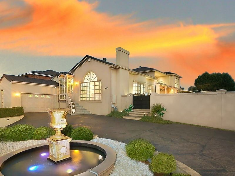 A Grand Design with Stupendous Kerb Appeal on a 1260sqm block