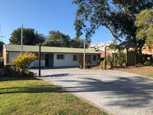 GREAT FAMILY HOME – PET FRIENDLY – LARGE BACKYARD AND HEAPS OF STORAGE