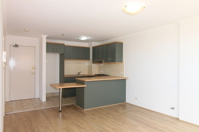 Freshly painted 1-bedroom apartment with new floorboards
