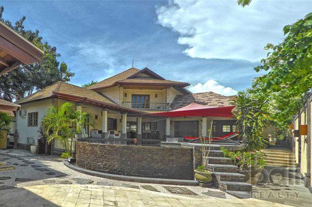 Stylish Beachside Villa