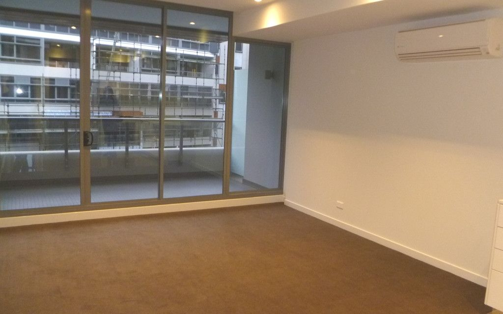 "Extra Large 1 bedroom + Study Apartment in ""Divercity"""