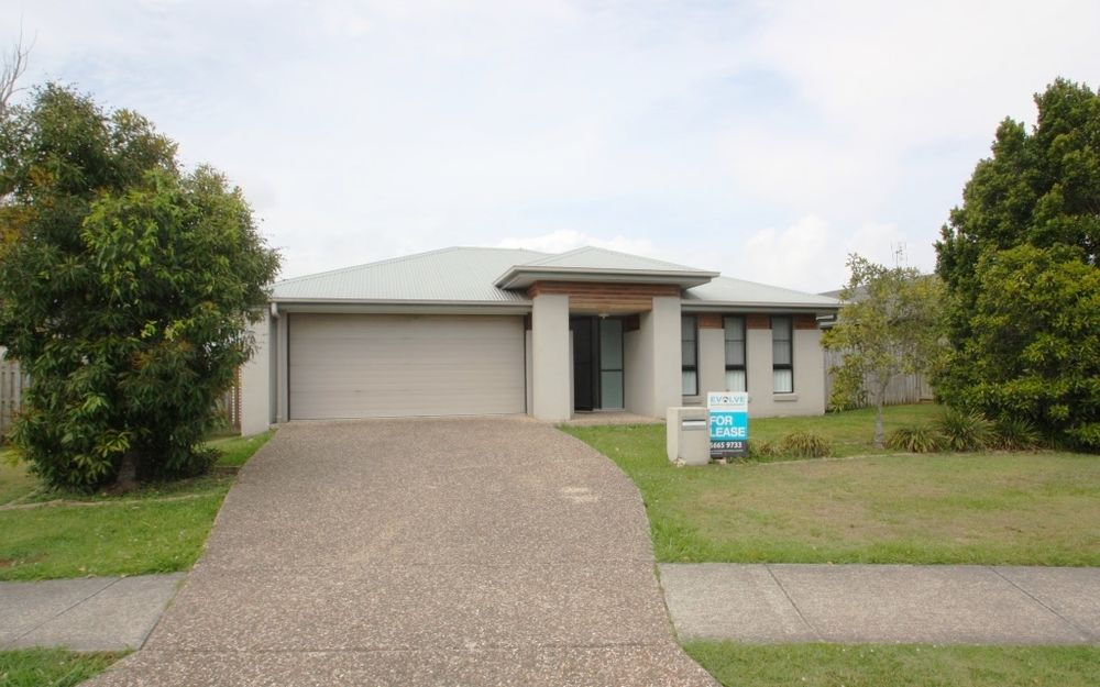 Large home  – 2 street frontage – multi living and A/C!