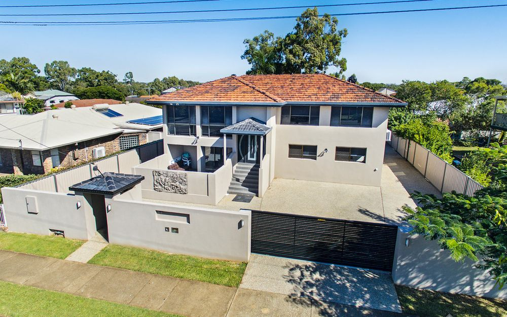 RENOVATED DUAL LIVING IN THE HEART OF WELLINGTON POINT!