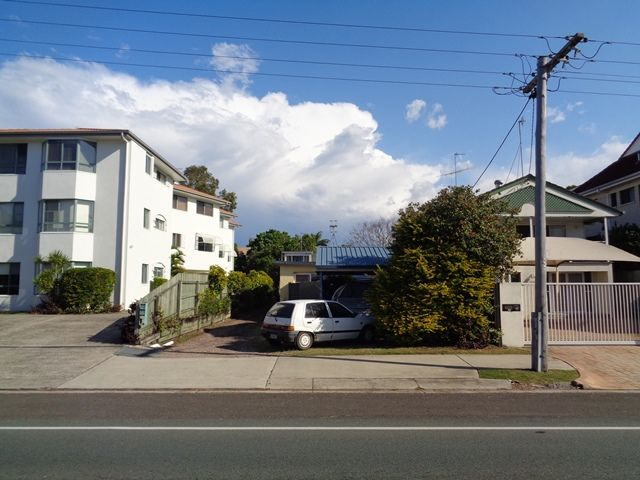 Great Location – Small 2 Bedroom Unit – APPLICATION PENDING!