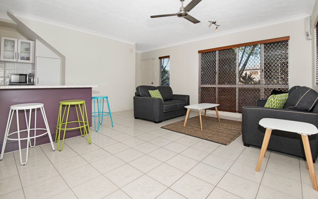 FULLY FURNISHED TOWNHOUSE CLOSE TO EVERYTHING!